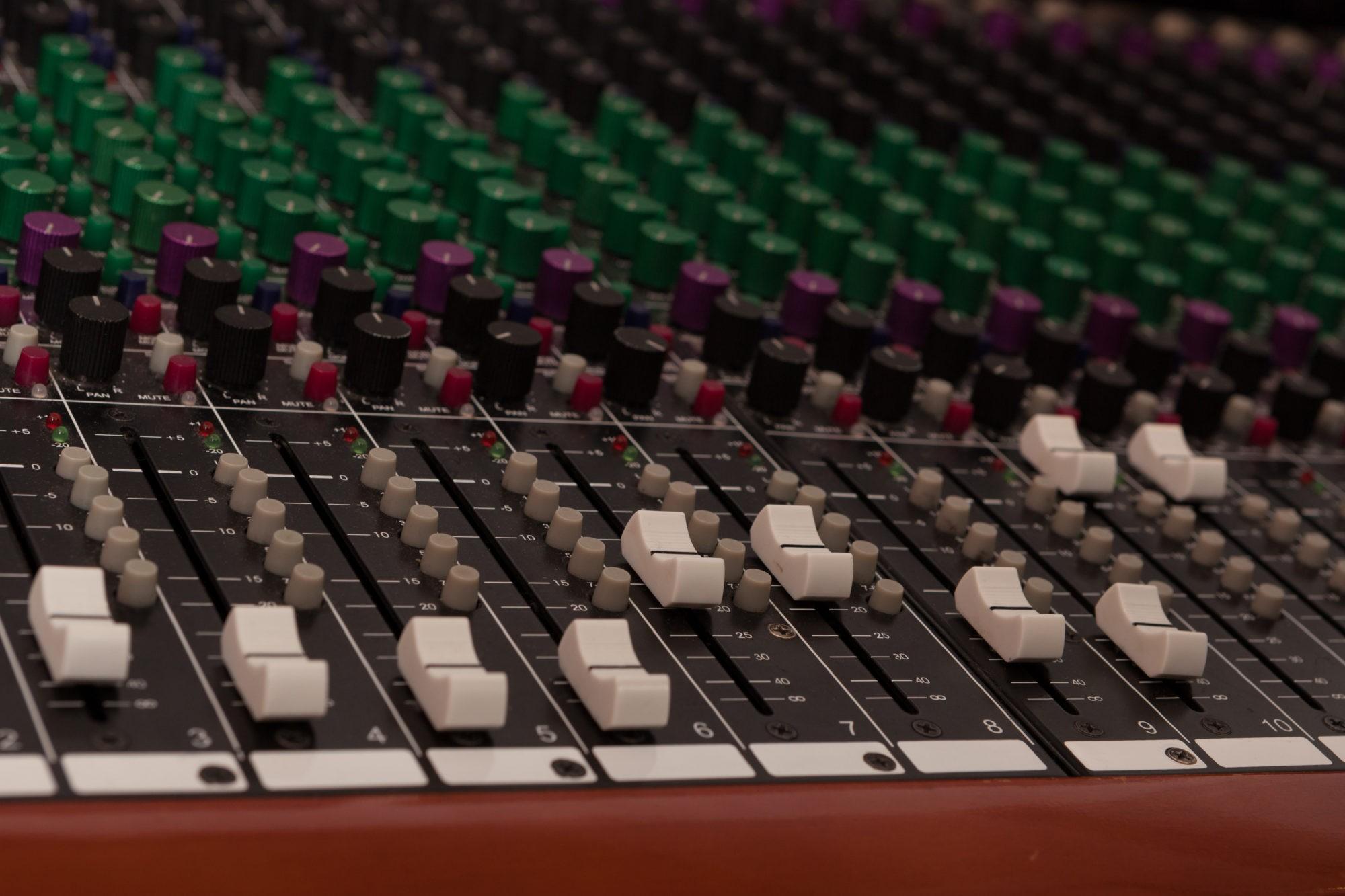 Instrumentals & Beats, Mixer, STRAINX